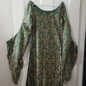 Medieval fantasy green & gold dress